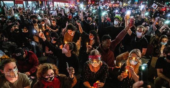Người biểu tình New York tiếp tục tuần hành bất chấp giới nghiêm