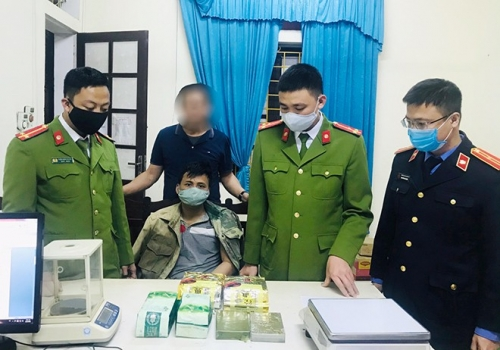 Nghệ An: Huy động hàng chục cảnh sát vây bắt trùm ma túy trong đêm