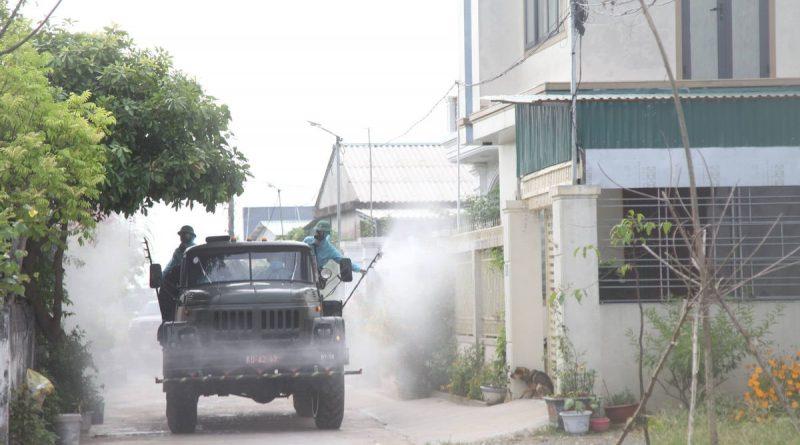 Quân khu 4 điều lực lượng hóa học phun khử khuẩn ở Hà Tĩnh